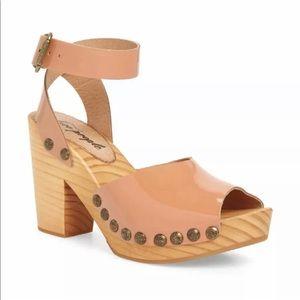 Free people Pasadena clog sandal patent size 8 M